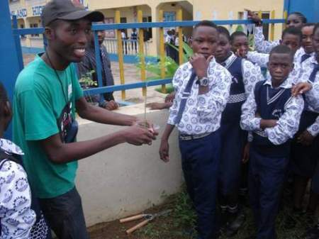 Demonstrating to students the process of transplanting of potted seedlings