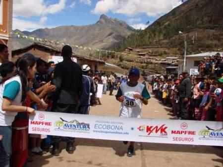 Chasqui llegando a la meta en Pacobamba