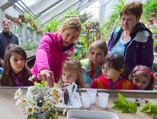 Dr. Urša Vilhar conducting forest experiments with children